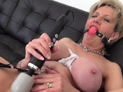Ass 18 :Unfaithful Uk Mature Lady Sonia Shows Her Gigantic Ti13qke